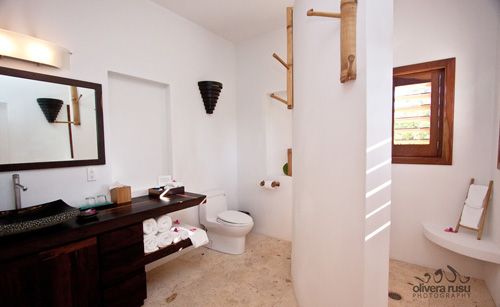 cayes-azul-resort-villas-bathroom