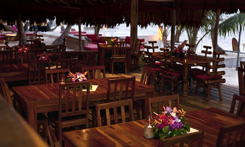 cayes-azul-resort-rojo-lounge-diningroom