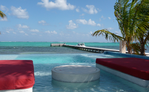 Infinity pool at Rojo Lounge