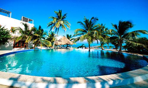 Infinity pool at Azul