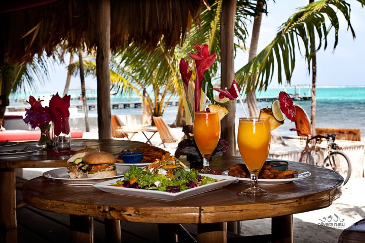 Lobster-Lovers-Tailor-Made-Belize-cocktails