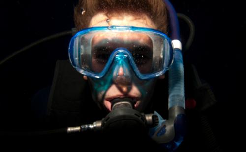 Adrenaline-Addict-Tailor-Made-Belize- night-diving