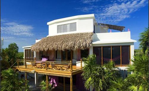 cayes-laperla-resort-balcony