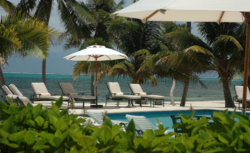 cayes-victoria-house-resort-pool