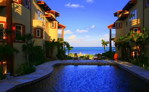 cayes-solaria-I-resort-pool