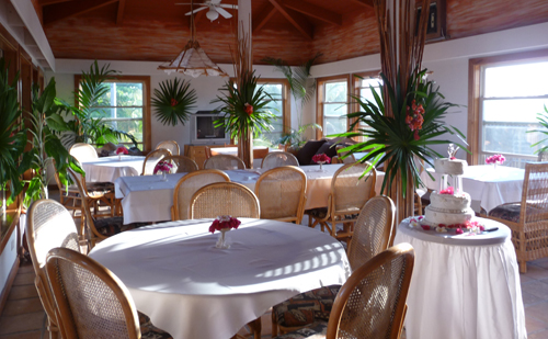 Cayes-Sundiver-Resort-diningroom