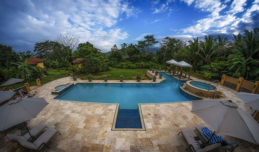 sleeping_giant_rainforest_resort_lodge_belize_outdoorpool